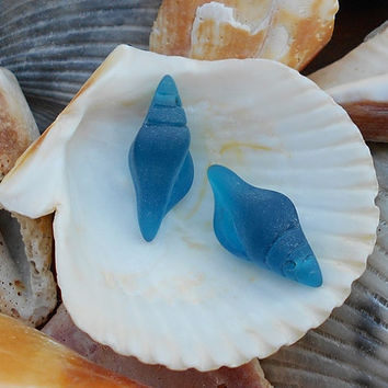 2  Deep Blue Sea Glass Conch Shells, 26x12mm Sea Blue Sea Glass Beads Earring Size, Blue Matte Glass Charms, Shell Charms, Shell Beads D-E27