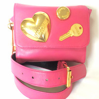 Vintage MOSCHINO pink leather waist purse, fanny bag, clutch bag with large golden heart and key motifs. So chic and mod