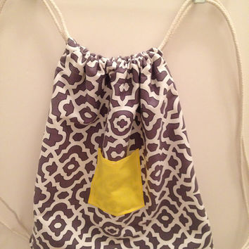 Pop O'Color Drawstring Backpack | Grey, white & yellow pattern