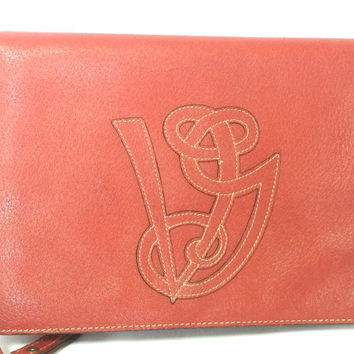 Vintage Valentino Garavani red pigskin shoulder clutch bag with unique logo stitch mark.