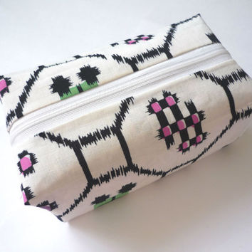 Box makeup bag with white geometrical pattern cotton fabric from Japanese vintage kimono (yukata), cotton travel pouch