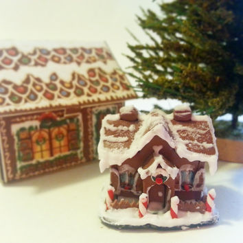 Miniature gingerbread house / Christmas miniature scale 1:12 / Dollhouse Christmas decoration / Scale one inch Christmas house / Roombox