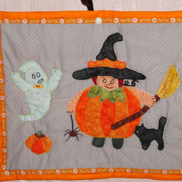 HALLOWEEN  CHILDREN    quilt  patchwork  hanging