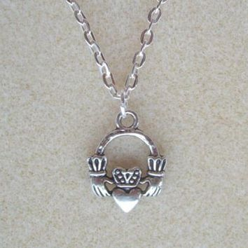 2 PCS Fashion Vintage Alloy Pretty Irish Claddagh Heart Pendant Necklaces- Love Friendship Jewelry Gifts