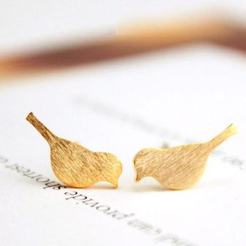 Hfarich Earrings Gold New Tiny Cute Bird Stud Earrings for Women Best Gift EY-E090