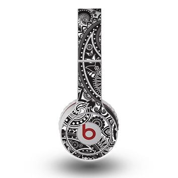 The Black and White Paisley Pattern V6 Skin for the Original Beats by Dre Wireless Headphones