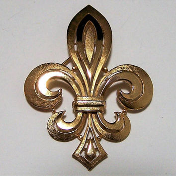 Crown Trifari Fleur De Lis Pin, Fleur De Lis Brooch, Textured Gold Tone Brooch, French Symbol Jewelry, Gold Tone Fleur De Lis Pin 717