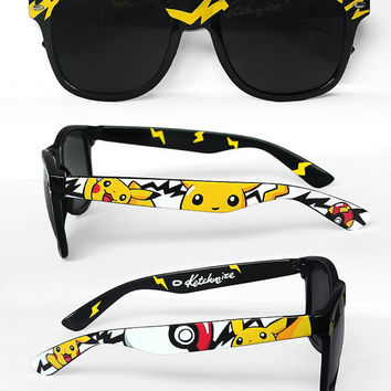 Pokemon Sunglasses - Custom Wayfarer sunglasses unique hand painted - Pokemon glasses - Pikachu - Pokéball - Fast Ball