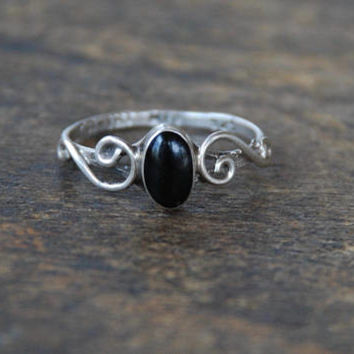 Vintage Onyx Sterling Silver Ring 925 Taxco TA-181 Mexico Dainty Scrolls Black Onyx Oval Cabochon Size 6.5 1980's // Vintage Silver Jewelry