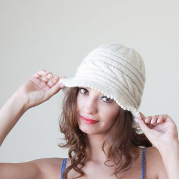Winter Hand Knitted Hat for Women, Brimmed Hat in Natural Cream, Fall trends knit hat, cloche hat