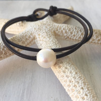 Leather freshwater pearl bracelet, pearl bracelet, pearls on leather, leather and pearls, pearls, pearl jewelry, leather, pearls