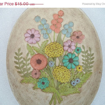 ON SALE Vintage flower plate/ decorative pastel floral wall hanging/ oval Atlantic Mold wall decor/ shabby chic flowers