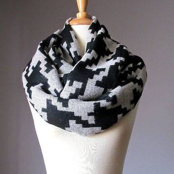 Houndstooth scarf, black and off white scarf, infinity houndstooth scarf, black and off white houndstooth scarf
