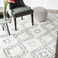 "Cozy Soft and Plush Moroccan Trellis White/ Grey Shag Rug, 5 Feet 3 Inches by 7 Feet 6 Inches (5' 3"" x 7' 6"")"