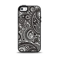 The Black & White Pasiley Pattern Apple iPhone 5-5s Otterbox Symmetry Case Skin Set