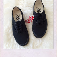 VANS Authentic- All Black