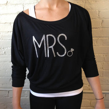 Mrs Shirt, Off the Shoulder Slouchy Sweatshirt, Soft Flowy Shirt, Bride Shirt, Mrs Sweatshirt, Glitter, Bridal Shower Gift, Engagement Gift