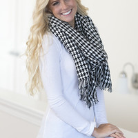 Always Fashionable Oversized Houndstooth Blanket Scarf