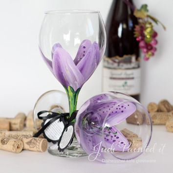 Stargazer Lilly hand painted wine glass in violet pansy purple -  FREE personalization.  (1) Dishwasher safe glass