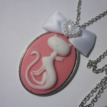 Pink Kitty Cameo Necklace White Pearls Bow Cabochon Lolita Silver Cameo Setting Necklace Kawaii