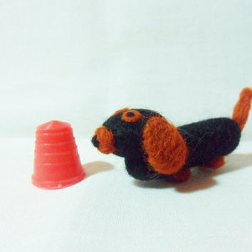 Needle Felted Sausage Dog - miniature daschund - 100% merino wool - micro animal - wool felt dog - felted daschund