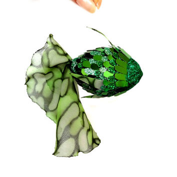 green fish pendant for home interior. Toys , Figurine. Sparkles green flakes. The tail of green chiffon.