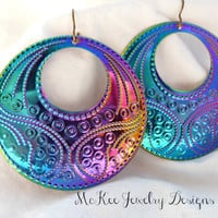 Round hoop filigree  peacock color metal earrings.