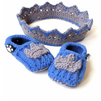 Newborn crown and bootie set, crown photo prop, baby boy crochet crown and loafers in grey and blue