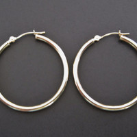 Classic 14K Yellow Gold Hoop Earrings 1.25 Inches Lever