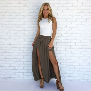 Caught in the Middle Maxi Skirt in Olive