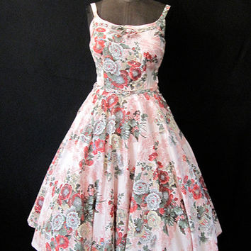Beautiful 1950's New Look  Floral Print Sun Dress with Full Circle Skirt  Rockabilly VLV Day Dress Size-Small