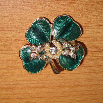 Vintage Ornate Enamel Four Leaf Clover Shamrock Irish St Patricks Day Pin Brooch Horseshoe Shape Fake Seed Pearls Leaves Tendrils