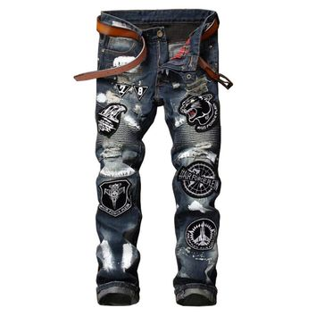 ABOORUN 2017 Punk Mens Tiger Embroidery Jeans Distressed Ripped Jeans with Patches Male Painted Jeans P7027