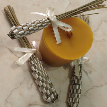 Calming lavender scented candle, pure beeswax, essential oils in beeswax candle, wood wick, holiday gift