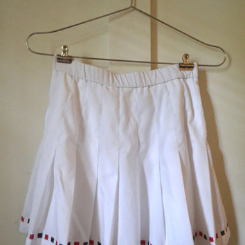 """white tennis skirt / red white and black trim / pleated / 26"""" - 28"""" waist / size small or medium / lily's of beverly hills"""