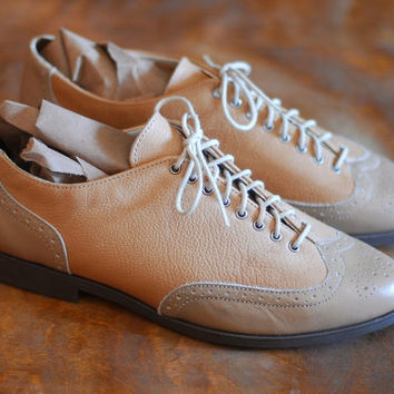 vintage womens oxfords / taupe leather brogues / zodiac / size 8.5 9