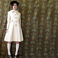 vintage 60s cream wool tailored coat by Peck & Peck. lovely designer vintage lightweight jacket. size medium