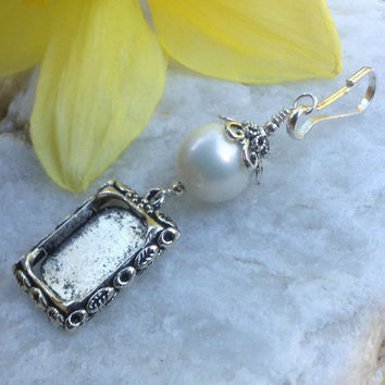Wedding bouquet memorial charm. Bright white shell pearl, Bud