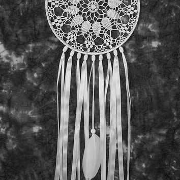 White Dreamcatcher, Wedding Decor, Large Dream Catcher, Crochet Doily Dreamcatcher, handmade boho dreamcatchers, wall hanging, wall decor