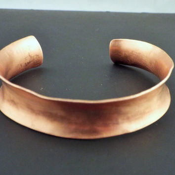 Simple Copper Bracelet Dainty Hand Forged Anticlastic Cuff Sleek Minimalist Modern Metal Jewelry Curved Handcrafted Wearable Art Feminine