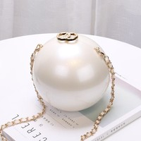 Family Friends party Board game ZHIERNA 2017 Fashion Luxury Round Pearl Hand Bag Ladies White Evening Clutch Bags Women Catwalk Chain Messenger Beach Bag AT_41_3
