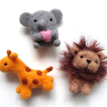 Needle Felted Safari Animal Magnets, Felt Elephant Magnet, Felted Giraffe Magnet, Felt Lion Magnet, Cute Magnets, Felt Fridge Magnets, Wool