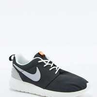 Nike Roshe Run Retro Black and White Trainers - Urban Outfitters