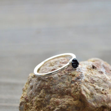 Black Tourmaline Stone Ring. Sterling Silver Tourmaline Cluster. Minimal Delicate Stone Cluster Simple Ring. Raw Rough Black Tourmaline