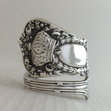 Size 7.5 Vintage Snow White Sterling Silver Spoon Ring