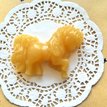 Caramel scented soap, kawaii aroma gift, beige soap, caramel fragrance soap, soap for kids, vanilla milk soaps, golden glitter soap