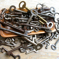 Wholesale Vintage Keys - Genuine Skeleton Keys - 50 Large and Tiny Old Keys - Wedding favor (W-71).