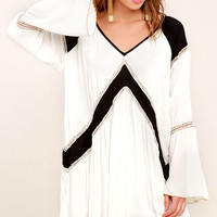 Amuse Society Topaz Black and White Long Sleeve Dress