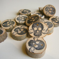 20  Wooden Black Skull Party Favor Gift TagTree Branch Charms Sugar Skull Gothic Halloween Day Of The Dead Decor