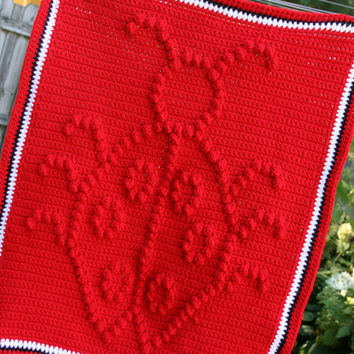 Ladybug baby blanket crochet afghan in red black and white. Newborn photo prop 0 - 3 months size